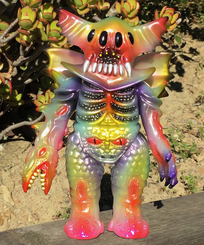 Custom painted Arakus Kaiju Magitarius x Mark Nagata monster Glow in Dark (1)