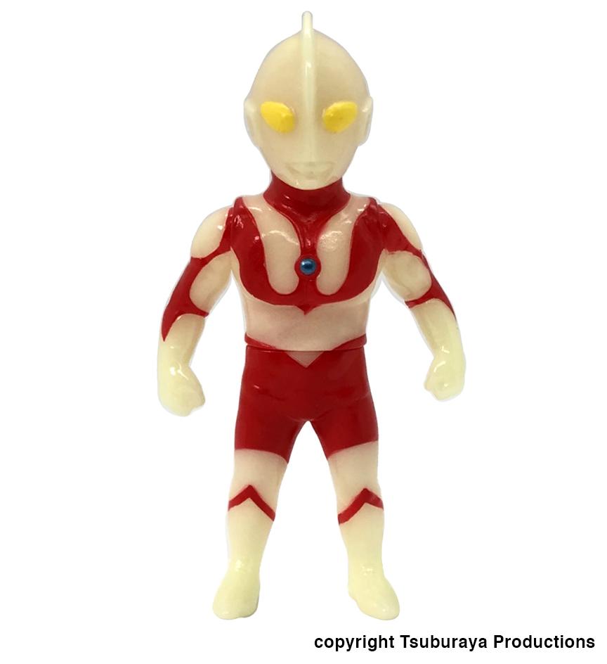 Glow In Dark Ultraman Max Toy x Tsuburaya Productions limited