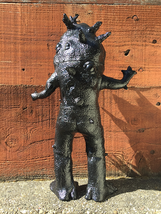 Giant Sized Kaiju Eyezon black vinyl Max Toy x Squibbles Ink / EW factory
